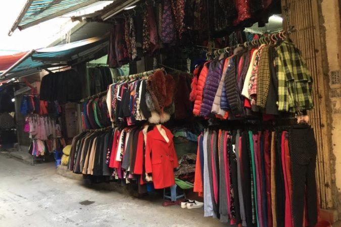 """8 khu chợ """"nổi như cồn"""" cho chị em săn hàng thùng vì đồ cực chất lại rẻ"""