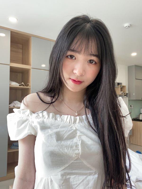 Kim Chung ghi điểm với vẻ ngoài xinh đẹp và ngọt ngào