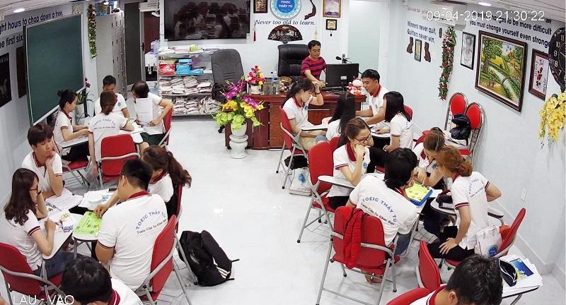 Các học viên trong giờ học tại Toeic Thầy Tú