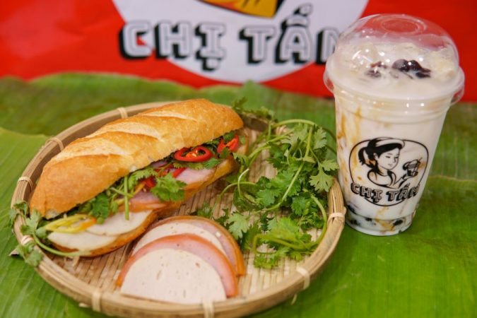 Trà sữa và ăn vặt Chị Tấm – Điểm ăn vặt nổi tiếng giữa lòng Sài Gòn