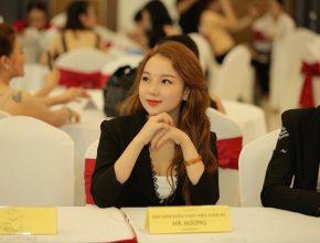 CEO Hà Hương đẹp tựa nữ thần trên ghế nóng