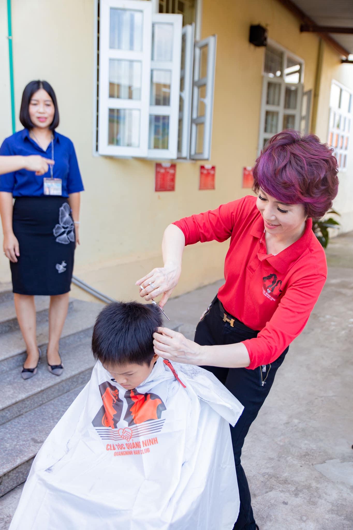 Chị trong hoạt động từ thiện cho các trẻ em có hoàn cảnh khó khăn