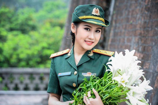 Trung úy Nguyễn Đặng Anh Phương- bông hồng mang áo lính đa tài