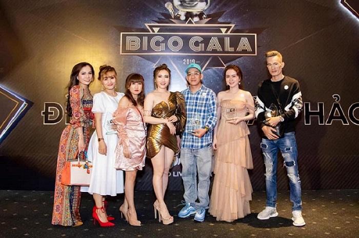 Hồng Lan cùng đồng nghiệp tại BIGO GALA 2019