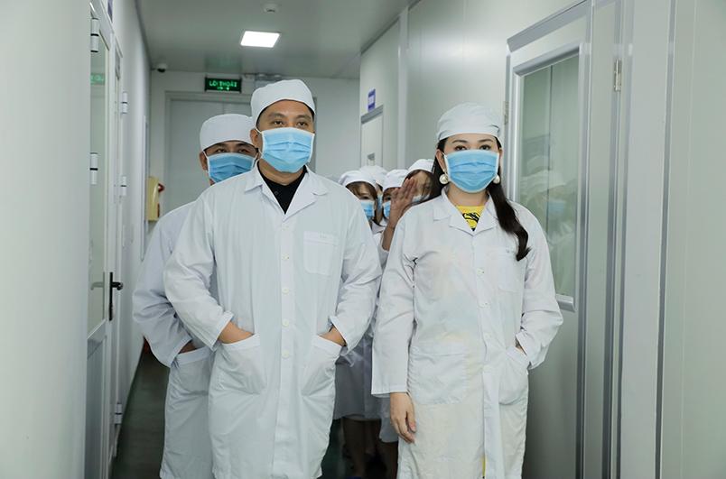 Hoa hậu Huyền Minh cùng CEO Hùng Nguyễn