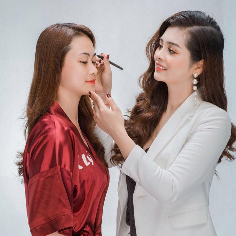 CEO Dương Thị Thanh - Bàn tay vàng trong làng thẩm mỹ