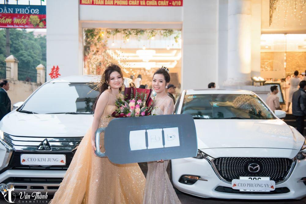 Vân Thành trong buổi lễ tặng xe cho các CEO tài năng