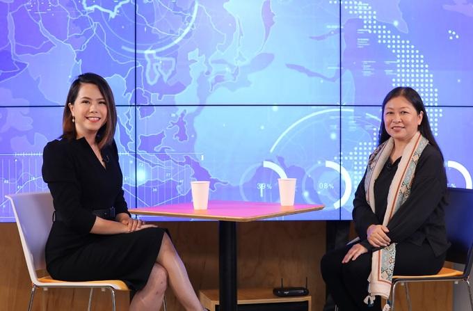 """Talkshow """"Nguy - Cơ"""" tiếp nhận câu chuyện truyền cảm hứng từ các doanh nhân, doanh nghiệp đang vượt bão Covid-19 và hướng tới những cơ hội trong dịch. Trong ảnh là khách mời Lê Hoàng Uyên Vy, đồng sáng lập Do Ventures và host Phi Vân (phải)."""