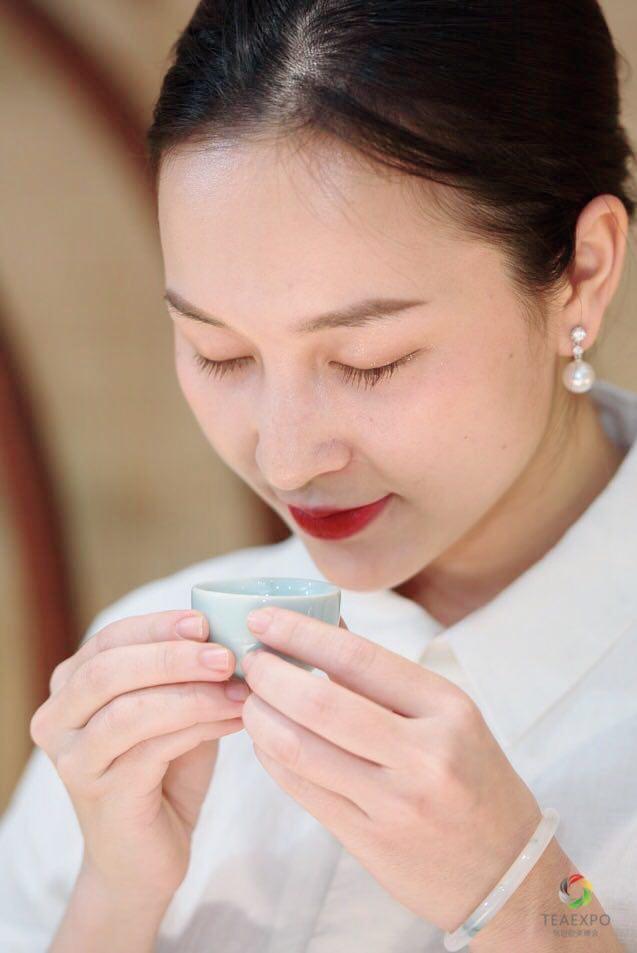 Nét đẹp dịu dàng của người con gái xứ trà