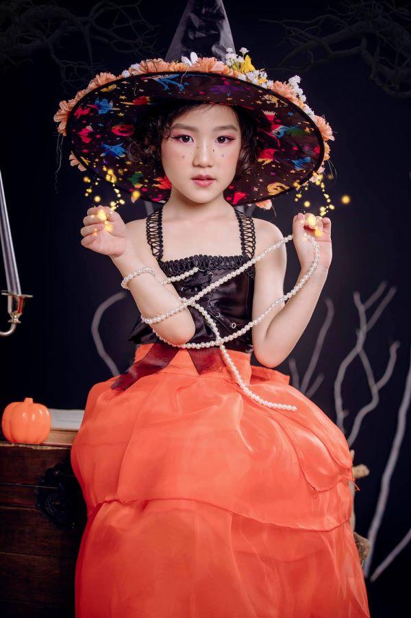 Vẻ xinh xắn, đáng yêu của bé Su - con gái Linh Su B-smart