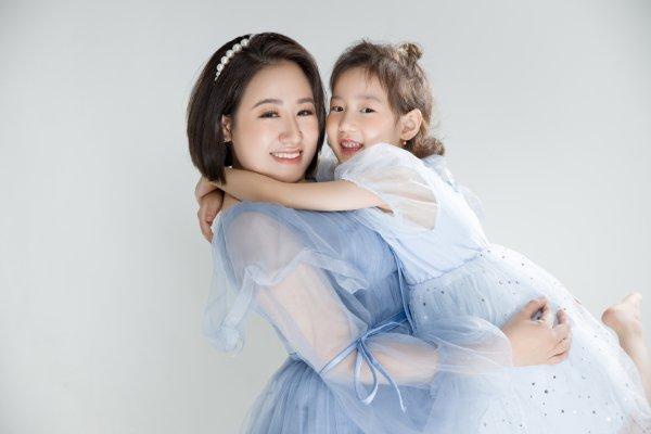 Linh Su B-smart: Người mẹ và người thầy của con gái nhỏ