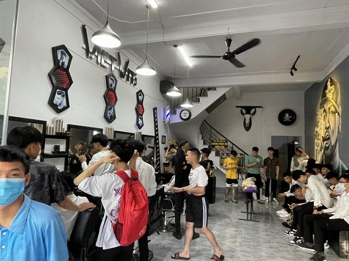 Không gian làm việc tại Việt Vít's Barbershop